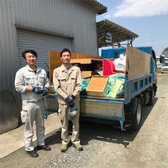 弘前市で遺品整理を承る青山便利サービスのスタッフ